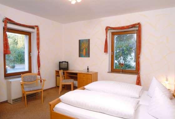 Hotelzimmer dresden f r 6 personen hotelpension dresdener for Hotelzimmer dresden